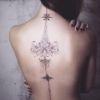 Tatuagem feminina nas costas: 27 símbolos com imagens para você se inspirar